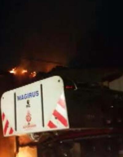 Kadıköy'de üç katlı binada yangın