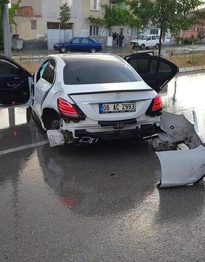 Lüks otomobilin kaza anı kamerada
