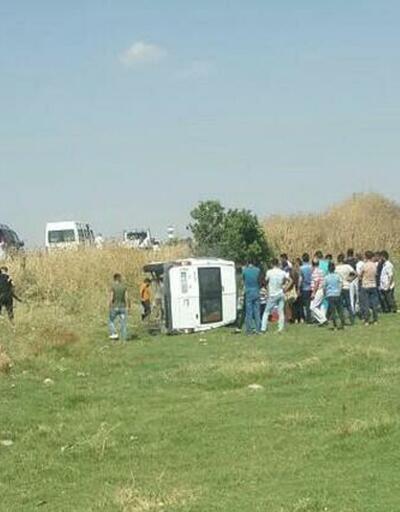 Tarım işçilerini taşıyan minibüs devrildi: 16 yaralı