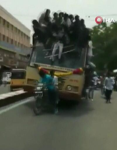 Şoför fren yaptı onlarca kişi otobüsten düştü