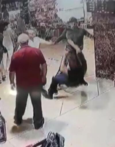Kapalıçarşı'da muştalı, biber gazlı saldırı kamerada