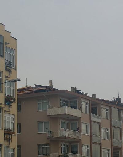 Fırtınada apartmanın çatısı uçtu