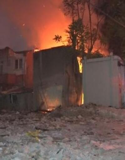 Fatih'te gecekondu alev alev yandı: 1 ölü, 1 yaralı