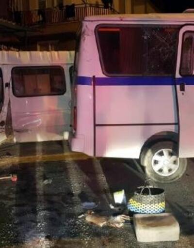 Manisa'da işçi servis minibüsü devrildi: 13 yaralı