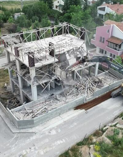 Ankara'da kaçak villa yıkıldı