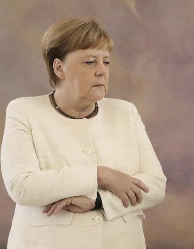 Angela Merkel yine titredi