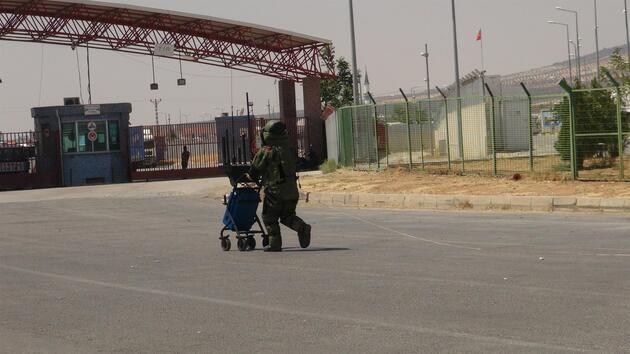 Sınır kapısında şüpheli çanta paniği