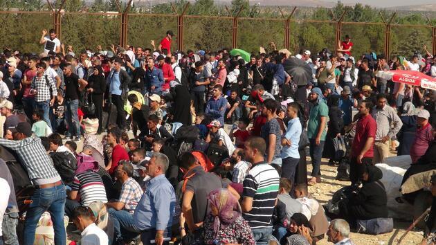 Öncüpınar Kapısı'nda Suriyeli izdihamı