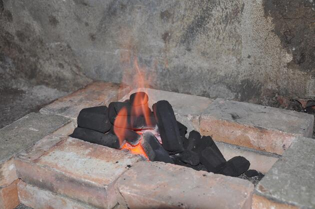 Zeytin çekirdeğinden mangal kömürü üretip, ihracat yaptılar