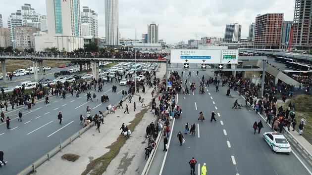 Son günde vatandaşlar akın etti, trafikte kilometrelerce kuyruk oluştu
