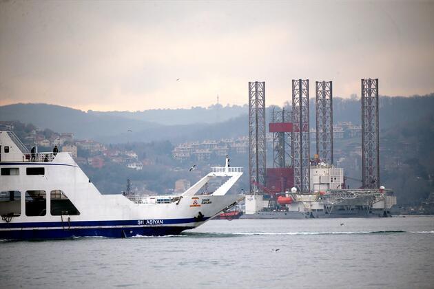 Dev petrol arama platformu, İstanbul Boğazı'ndan geçti