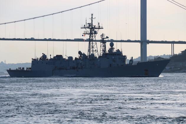 NATO'nun 3 savaş gemisi İstanbul Boğazı'ndan geçti