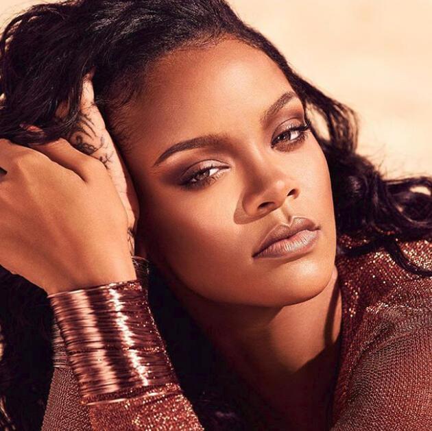 Rihanna'dan annesine duygusal mesaj