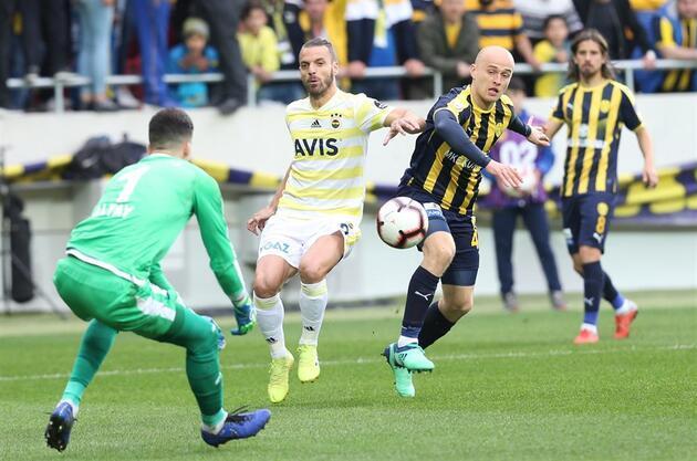 Altay Bayındır Fenerbahçe'ye karşı duvar oldu