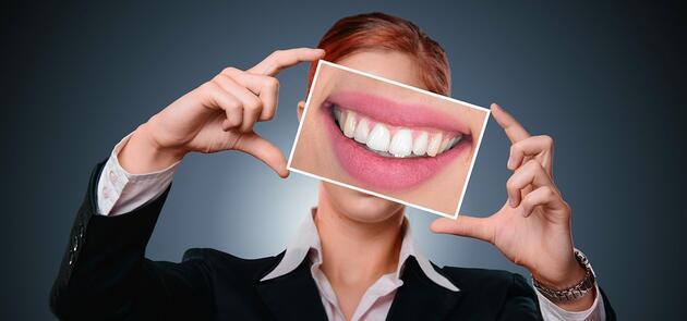 Gülüş problemi psikolojiyi bozuyor