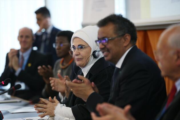 EmineErdoğan, Dünya Sağlık Örgütü'nün özel davetlisi olarak Cenevre'de ikili temaslarda bulundu