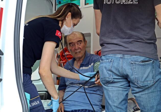 Yaşlı çift, alevlerin arasından son anda kurtarıldı