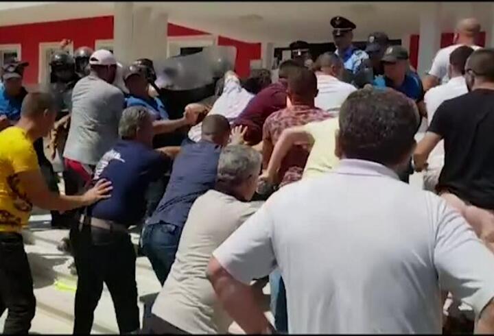 Arnavutluk'ta gerginlik sürüyor