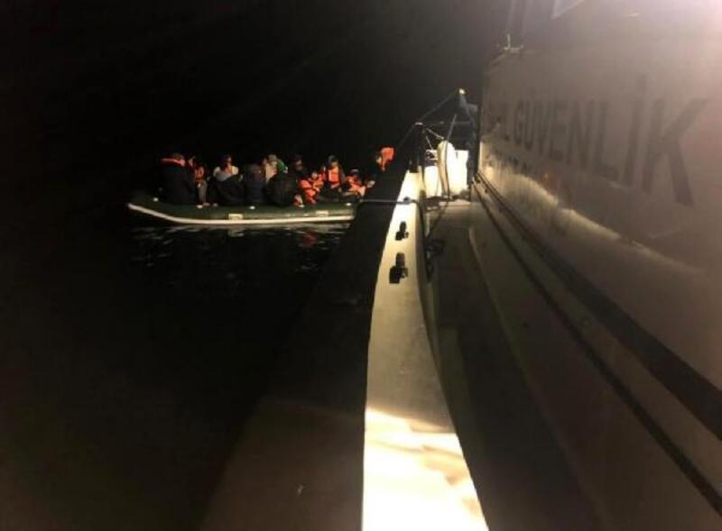 Enez'de, lastik botta 28 kaçak göçmen yakalandı