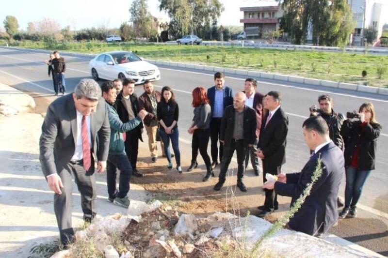 Milletvekili Veli Ağbaba kazada yaralanan tarım işçilerini ziyaret etti