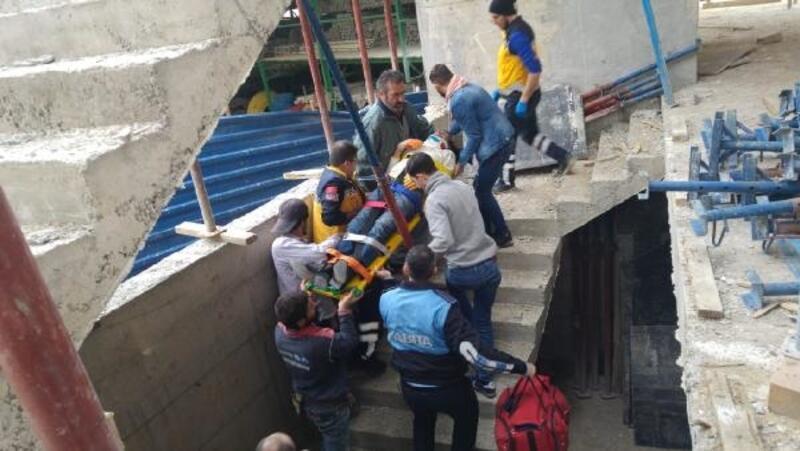 İnşaat işçisi 2'nci kattan düşerek yaralandı