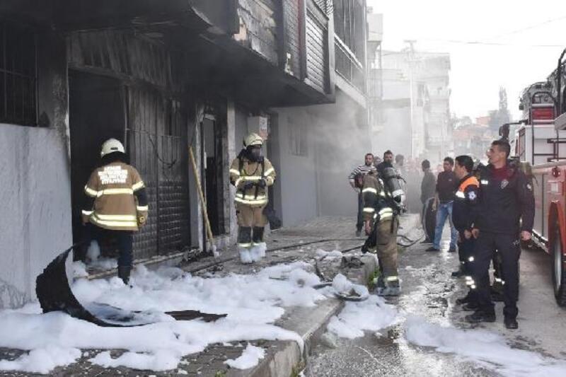 Yangına müdahaleyi evlerinin balkonundan izlediler