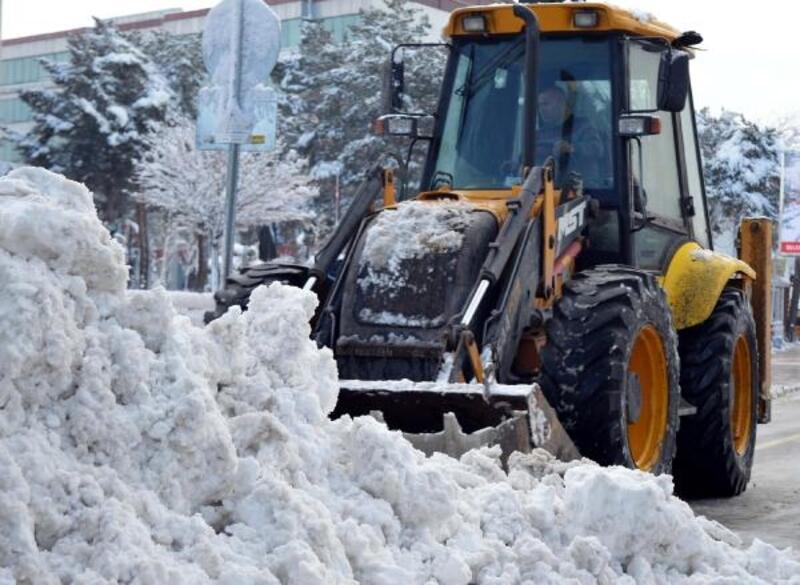 Van'da 321 yerleşim biriminin yolu kardan kapandı