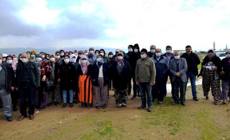 Sarıgöllü çiftçilere jeotermal santralin doğaya verdiği zarar yerinde anlatıldı