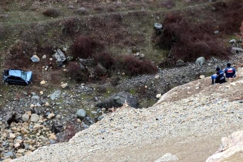 İki gündür kayıp olan 2 kişi, otomobille 500 metrelik uçurumdan uçarak ölmüş
