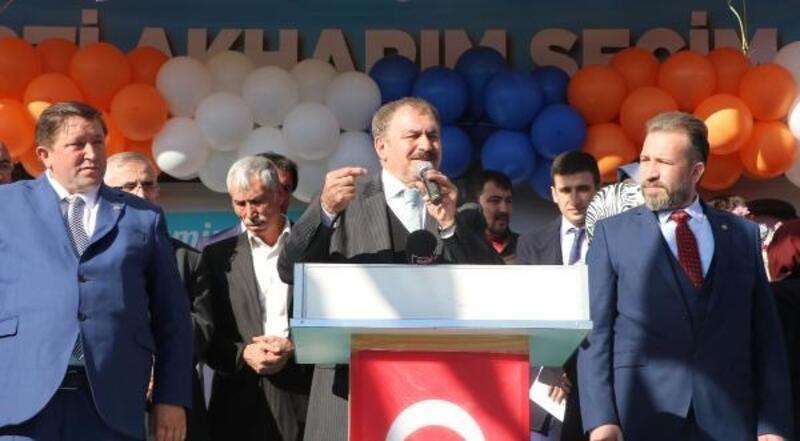 Eroğlu, Akharım Beldesini ziyaret etti