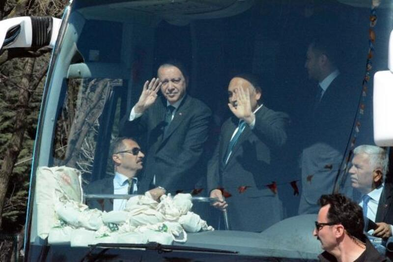 Cumhurbaşkanı Erdoğan Ereğli'de halkı selamladı