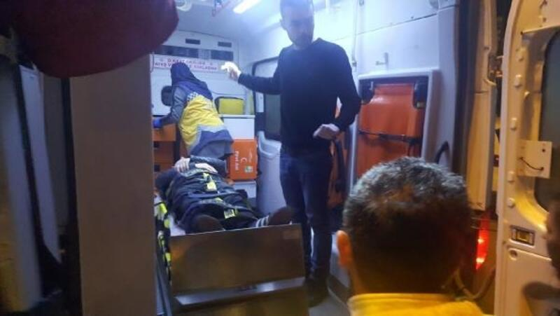Yayaya çarpmamak için motoru devirince kendi yaralandı