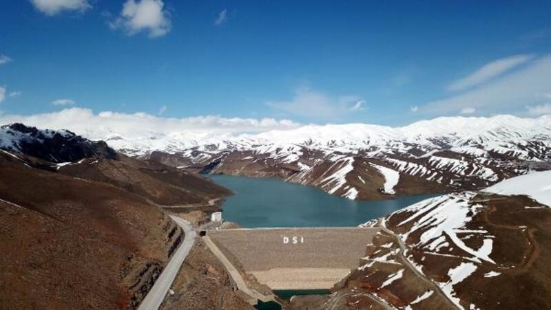 Yüksekova Dilimli Barajı'nda su tutulmaya başlandı