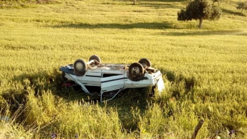 Otomobil, şarampole yuvarlandı: 4'ü çocuk 6 yaralı