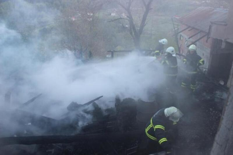 Sinop'ta tek katlı ahşap ev yandı: 3 ölü
