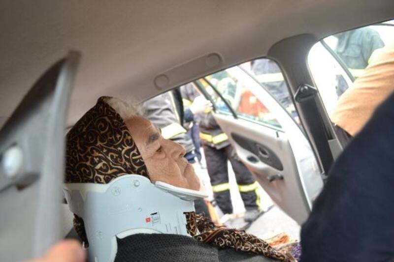 Aksaray'da TIR ile otomobil çarpıştı: 3  yaralı