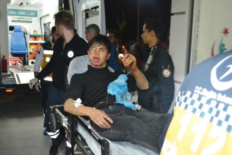 Silahlı saldırıda yaralanan genç gazetecilere, 'Ölmedim ayaktayım, paşam' dedi