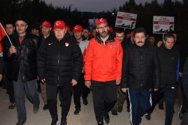 Çanakkale'de 8 bin Türk, dedelerinin izinde yürüdü