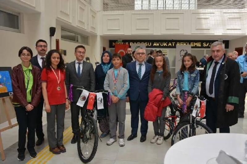 Çocukların gözünde 'avukatlık' bisiklet kazandırdı