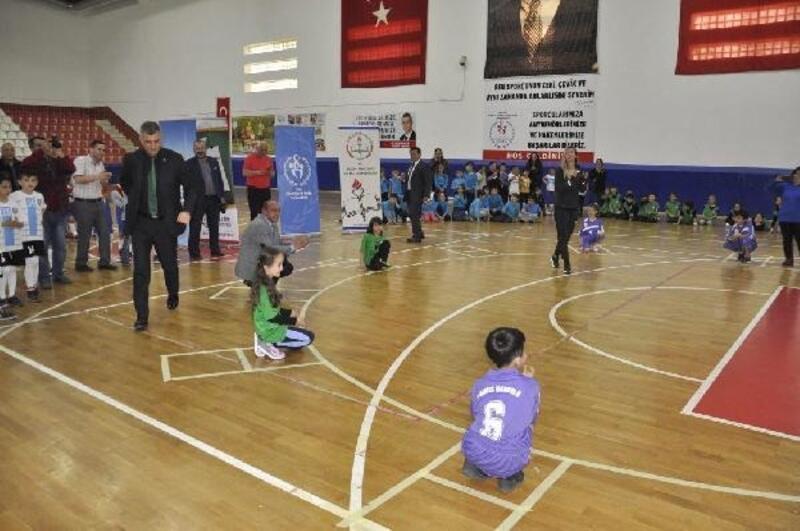 Başkan Sezer çocuklarla mendil kapmaca oynadı