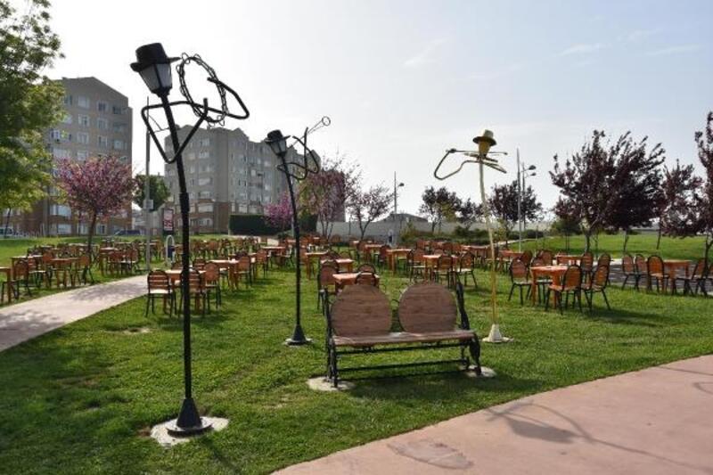 Özgürlük Parkı'namüzisyen temalı aydınlatmalar