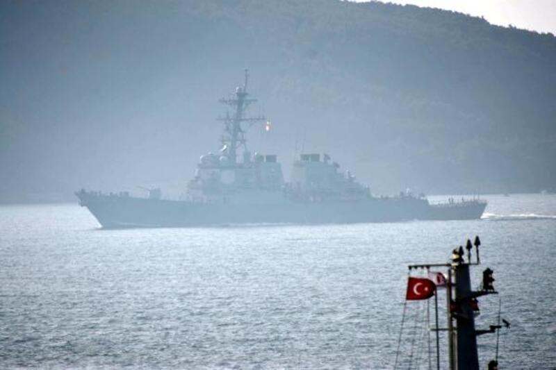 ABD savaş gemisi 'USS Ross' Çanakkale Boğazı'ndan geçti