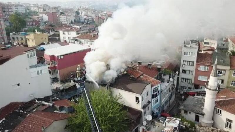 Fatih'te 3 katlı binada yangın (1)