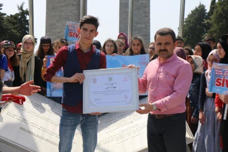 Şehit Sivaslı öğrencilerin diploması Tarihi Alanda