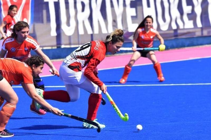 Açık Alan Süper Lig Hokey müsabakaları Osmaniye'de başladı