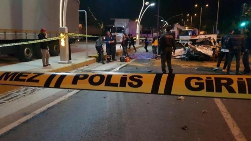 Otomobil, otoparktan çıkan cipe çarptı: 2 ölü, 3 yaralı