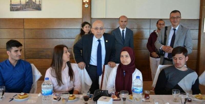 Rektör Murat, engelli öğrencilerle bir araya geldi