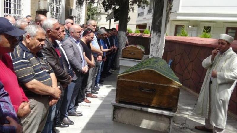 Oğulları tarafından öldürülen çift toprağa verildi