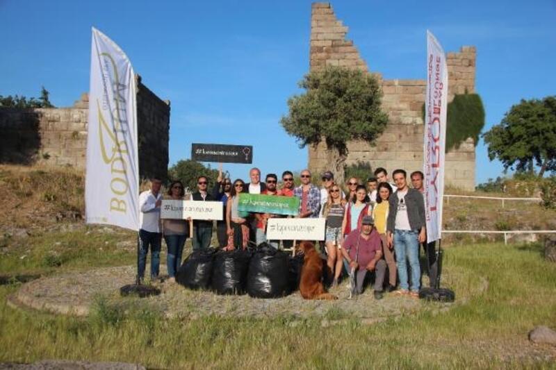 Çevrecilerden tarihi Myndos Kapısı'nda temizlik çalışması