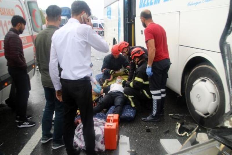 Düzce'de yolcu otobüsü ile TIR çarpıştı: 7 yaralı